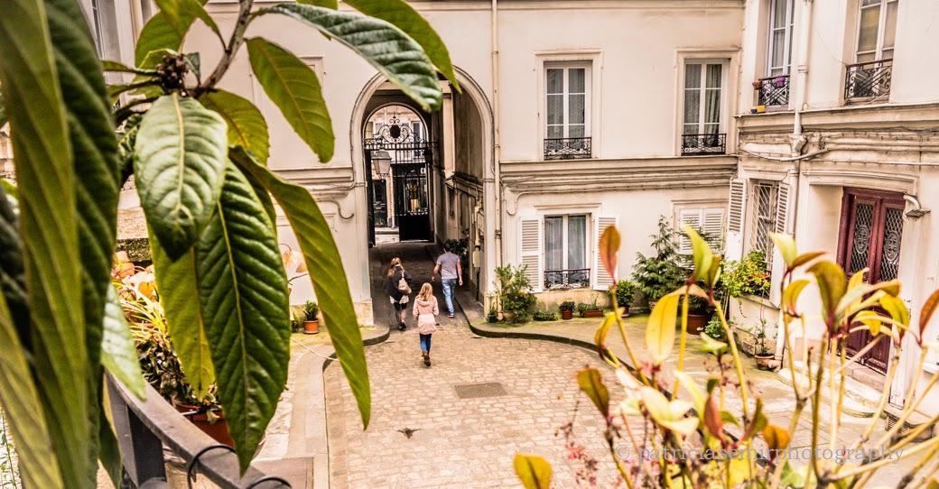 Un rincón escondido en el barrio de Montmatre, Paris….